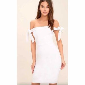 👑 Lulu's White off the shoulder dress small 🎀
